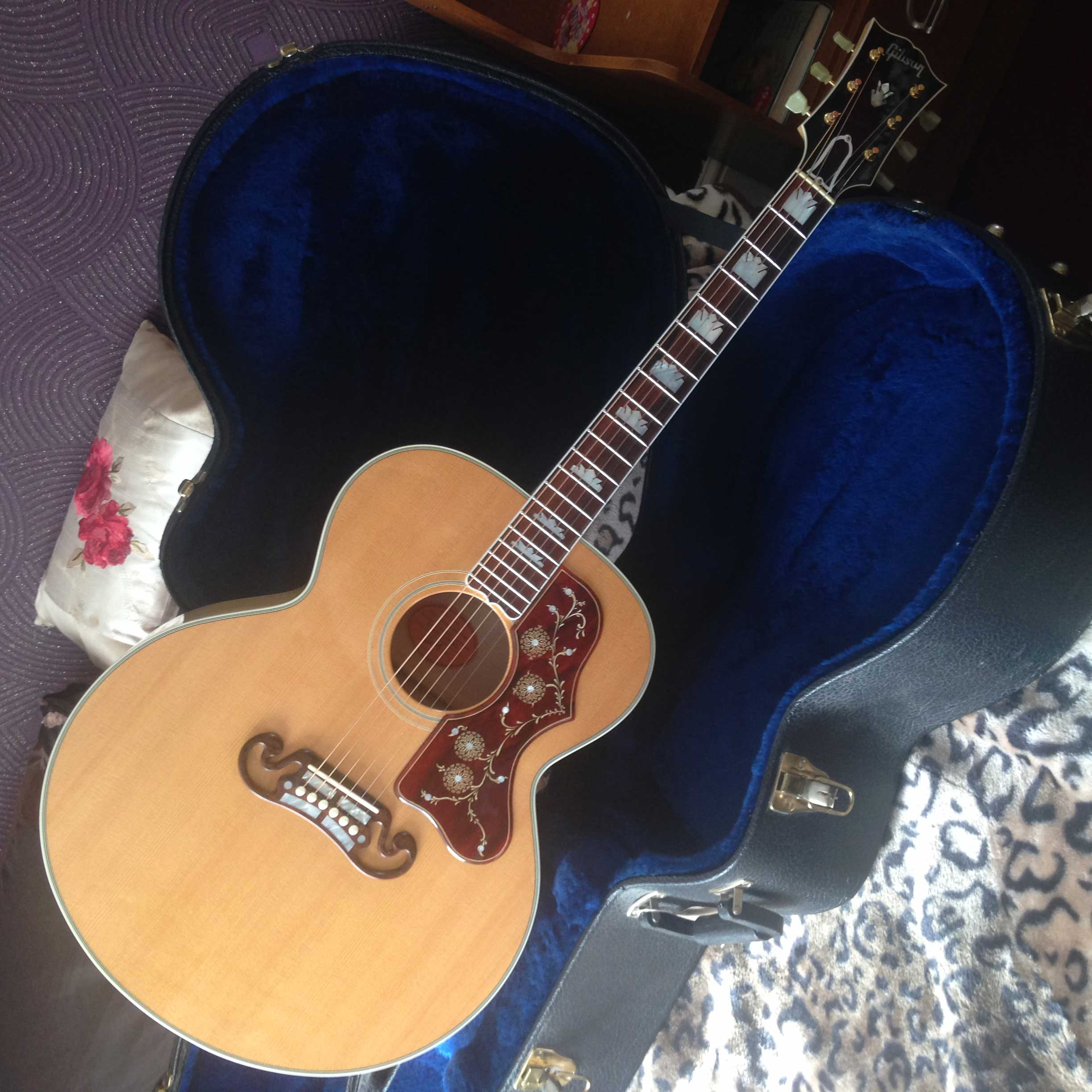 """""""Hi , I am very pleased that i have received my Gibson SJ – 200 Pickguard today and i am absolutely over the moon 100% Happy with this pickguard ! it is amazing and very beautiful!. Thank you so much…. it is brilliant! and it was well packaged too, it came very quickly…. and no faults at all, 5 stars from me  :)""""  Danny - UK"""